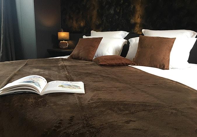 clos-l-abbe-suite-lit-king-size-luxe